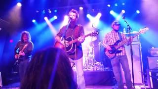 Cody Jinks- Somewhere in the Middle