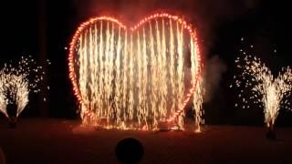 Большое горящее сердце и фонтаны