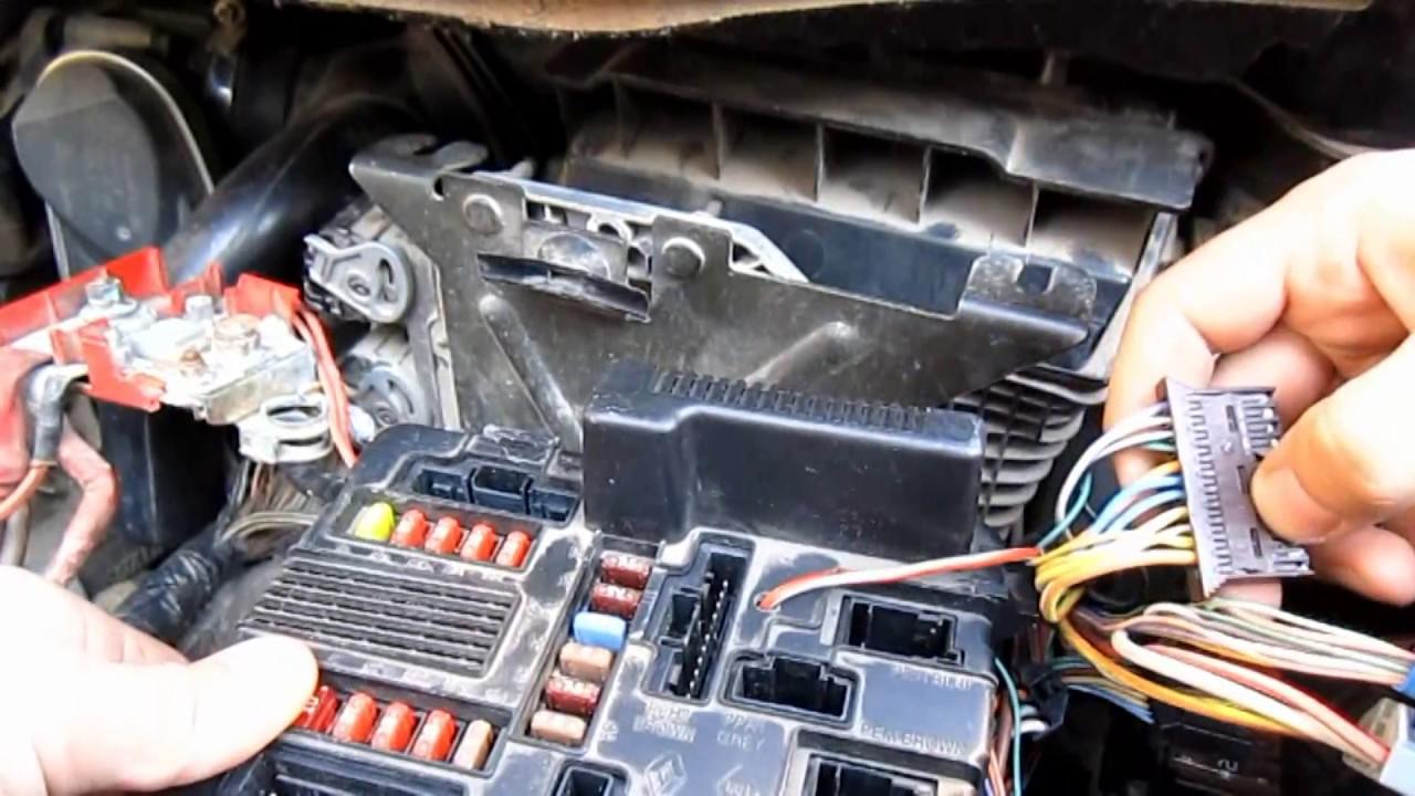 Рено меган 2 схема предохранителей под капотом фото 478