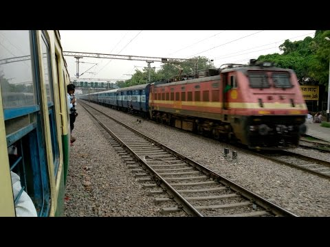 12191 New Delhi - Jabalpur Shridham Superfast Express passing at Tuglakabad