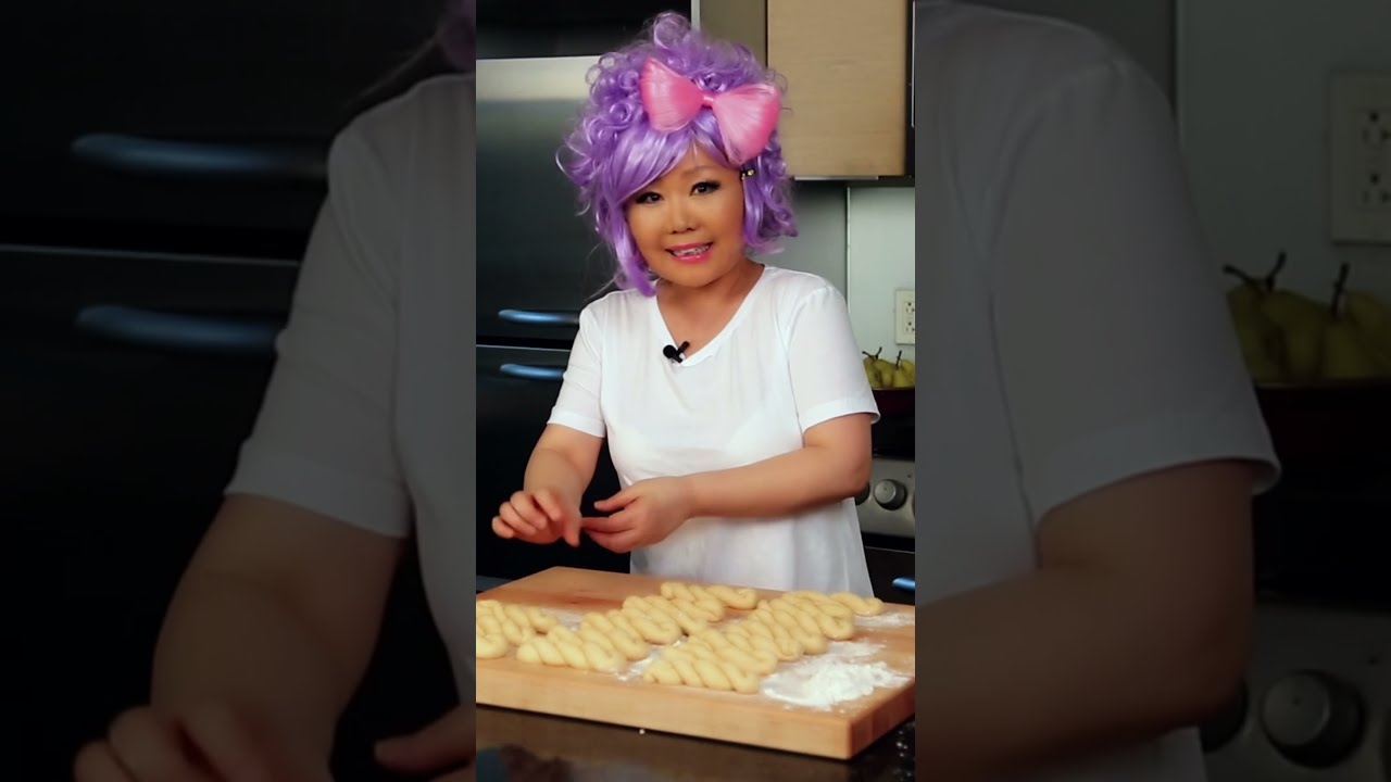 1 minute kkwabaegi, fluffy twisted Korean doughnuts #shorts
