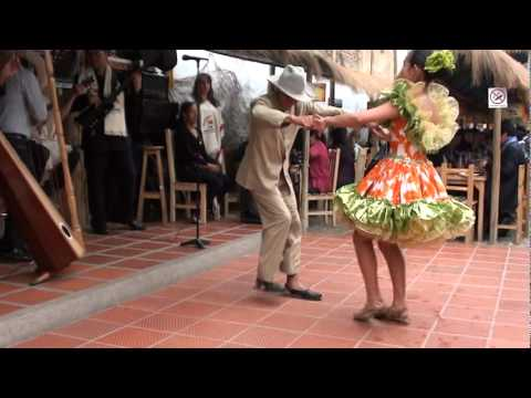 Amazing Colombian Dance - very fast!
