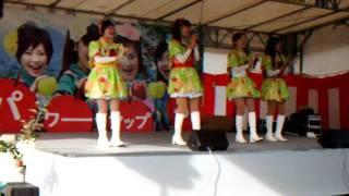 2011/11/13 平成23年度 りんご収穫祭「りんご娘ライブ(1回目)」(弘前市りんご公園) 2曲目 りんご娘 『トレイン』 曲中にPA電源が落ちるアクシデントあり。