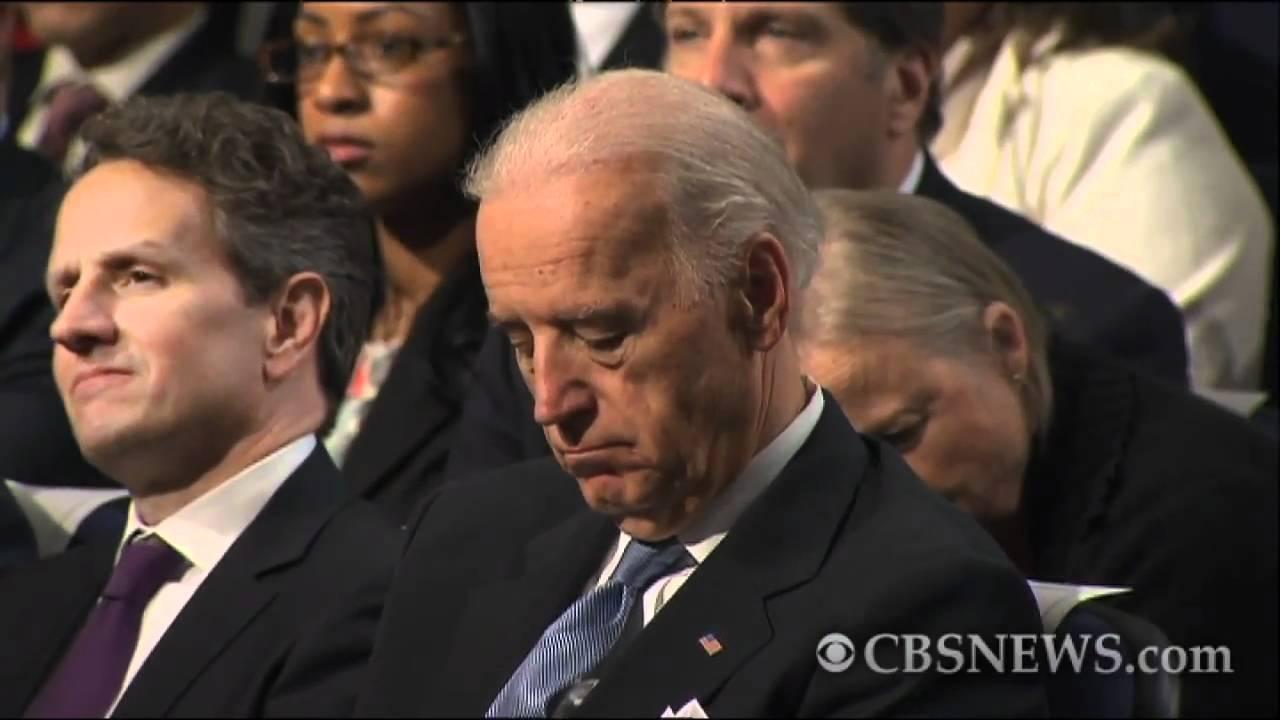 Obama puts Biden to sleep with budget speech? - YouTube