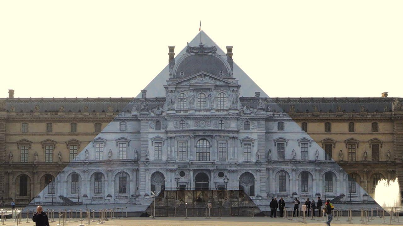 imagen piramide de louvre