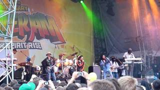 Julian and Damian Marley - Violence in the streets - Summerjam 2010.MOV