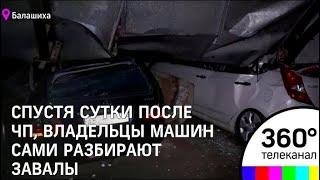 В Балашихе крыша парковки рухнула на автомобили: видео