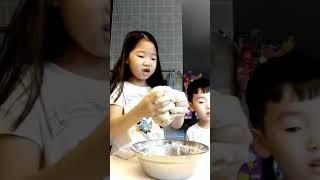 she make hotdog bread and pizza(may alaga)