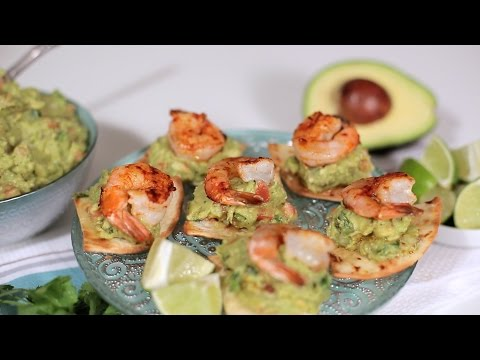 How to Make Grilled Shrimp on Baked Flour Tortillas topped with Guacamole | Muy Bueno