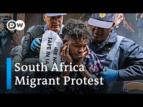 Clashes between police and refugee protesters who want to leave South Africa | DW News