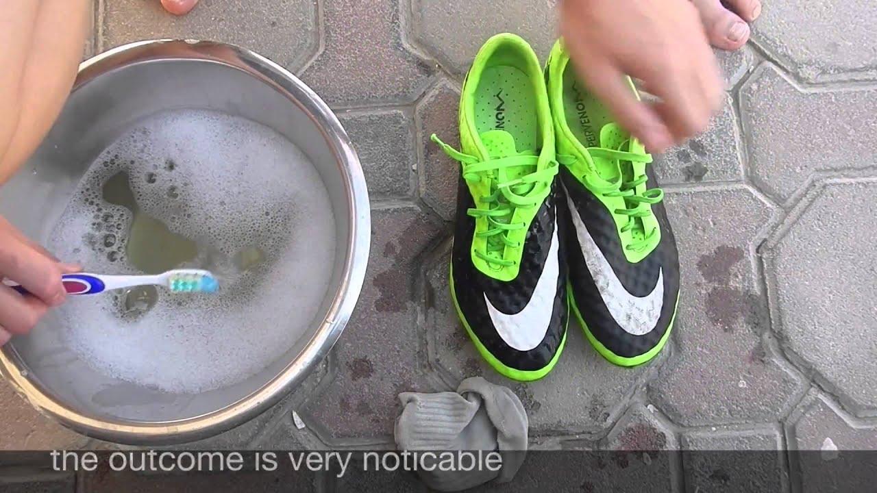 Vệ sinh giày đá bóng