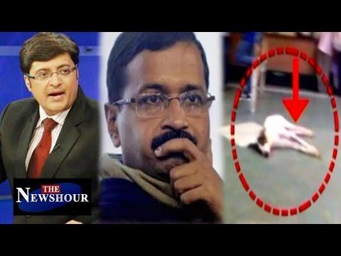 Arvind Kejriwal's Arrogance Overtaken Health Crisis in Delhi?: The Newshour Debate (14th Sep 2016)