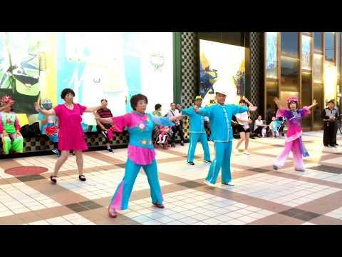 Granny dance battle! Travelling in Beijing | 北京旅游