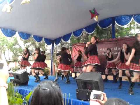 JKT 48 perform on Cahaya Sakti School 5/26/14 (5)