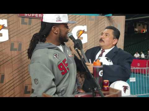 Jonathan Babineaux gets interviewed by Guillermo Rodriguez (2017)