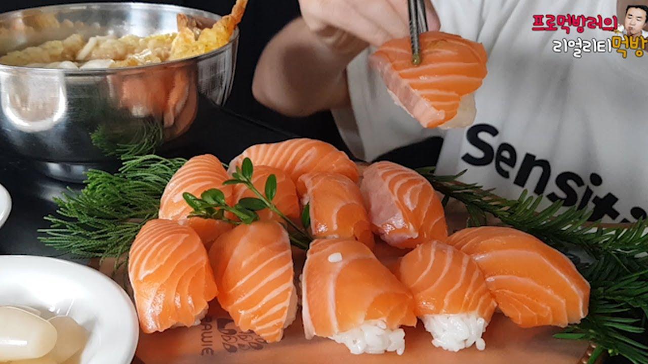 튀김 때려넣은 우동에 🍜 연어초밥 🍣 먹방  ASMR MUKBANG udon(Noodles) great king Giant Salmon 鮭寿司 サケ 鰱魚