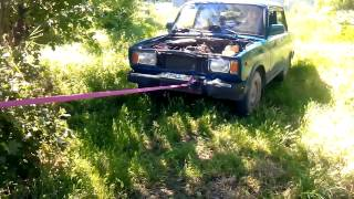 Ремонт автомобиля с помощью дерева.