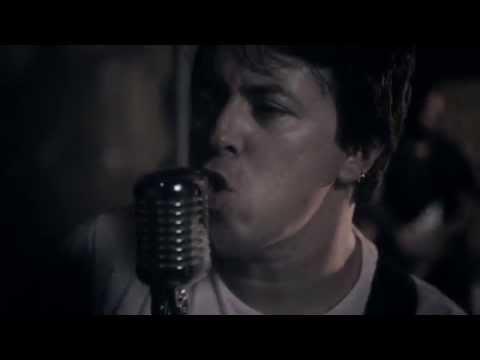 rajar-ft.-antonia-jenaè---walking-in-the-streets-(videoclipe-oficial)