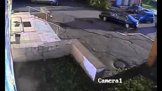 Снес зеркало и поцарапал дверь на парковке, Омск(, 2015-10-08T07:02:28.000Z)
