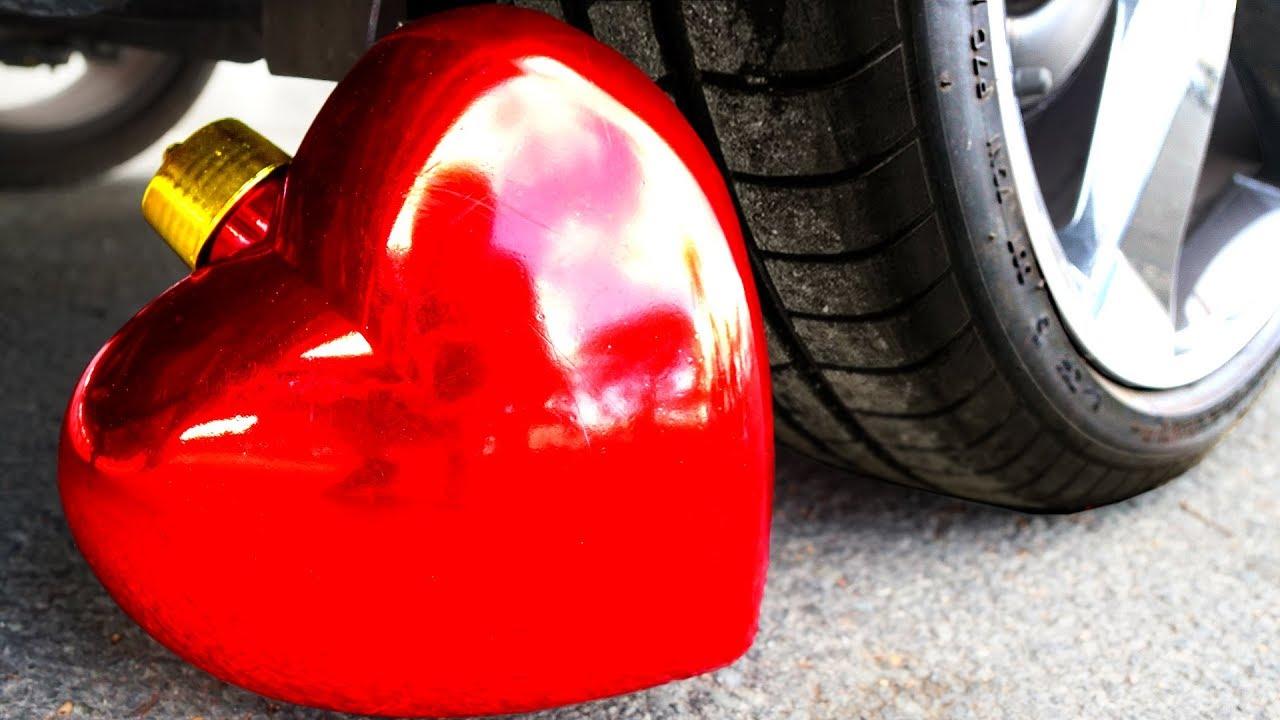 Carro Experimental vs Coração   Esmagando coisas crocantes e macias de carro! + vídeo