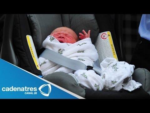 Duques de Cambridge presentan al bebé real /The Duke and Duchess of Cambridge have royal baby