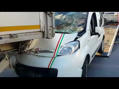 fiorino kaza tırın altına girdi 80 km !!!