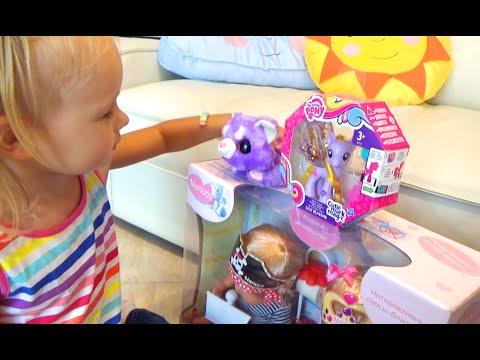 Алиса выбирает и покупает игрушки Alice Buys Toys At The Baby Store