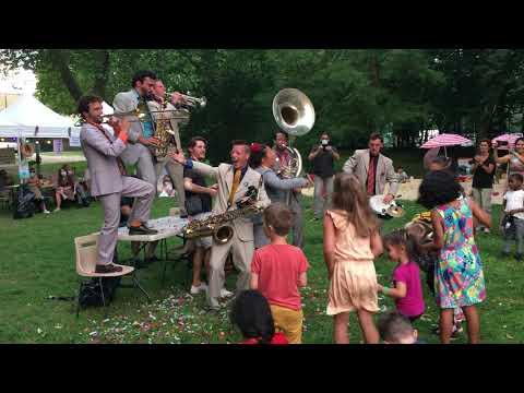 L'orchestre SopaLoca au village vacances de Saint-Michel-sur-Orge
