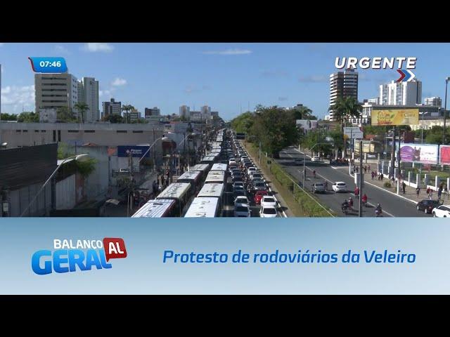 Protesto de rodoviários fecha faixa azul na Avenida Fernandes Lima