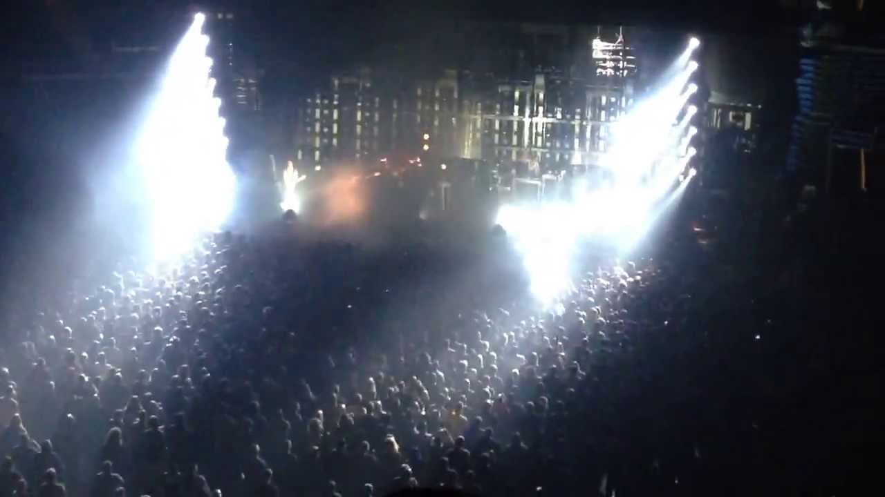 Nine Inch Nails Tension Concert St. Louis MO 10.01.2013 Head like a ...