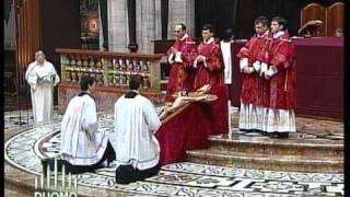 Venerdì Santo 2010 Duomo - Adorazione della Croce