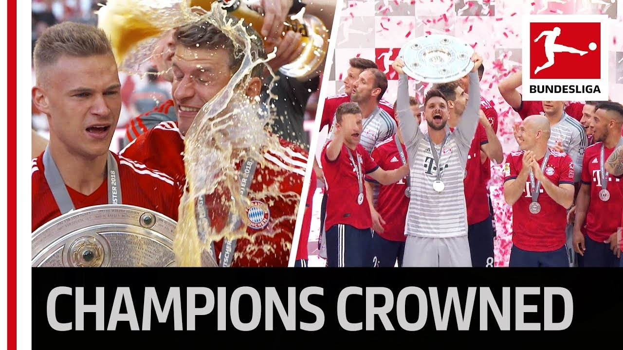 Trophy Lifting! - FC Bayern München Lift The Meisterschale - Heynckes Has The Honour