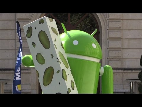 Google gifts Bugdroid statue to French