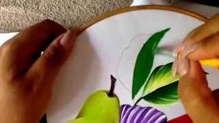 Pintando violetas e folhas e mais três tipos de frutas
