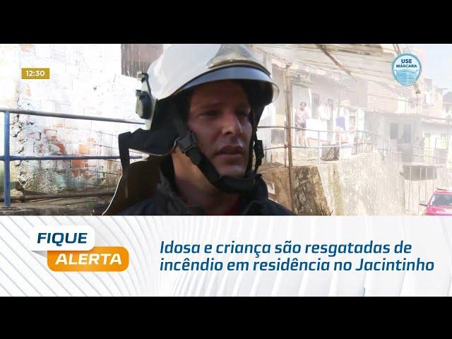 Idosa e criança são resgatadas de incêndio em residência no Jacintinho