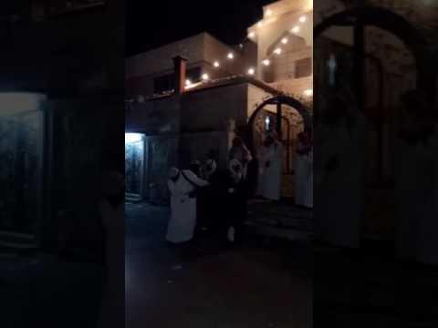 فيديو إستهتار شاب بسلاح ناري كاد أن يقتل عريس بليلة زفافه