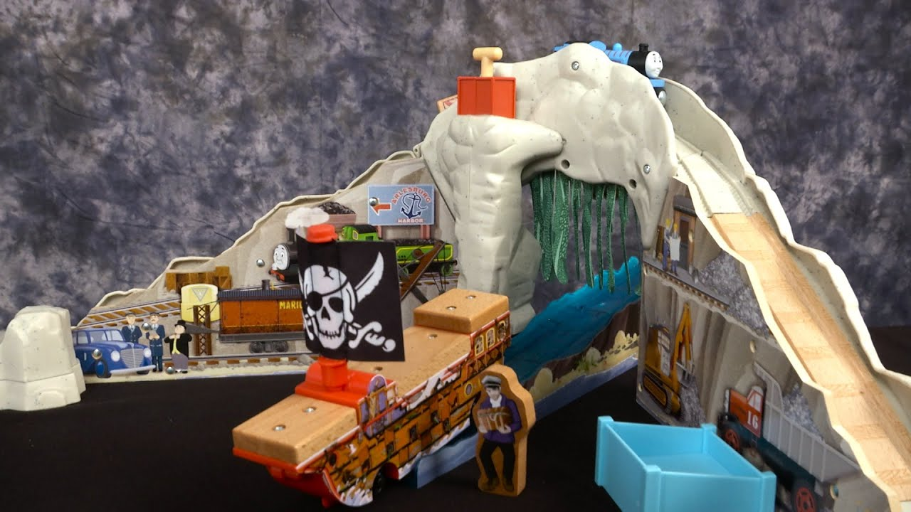 Thomas & Friends Wooden Railway Pirate Cove Discovery Set from ...