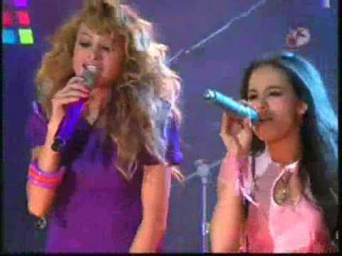 Ver Video de Paulina Rubio Paulina Rubio y Patito cantan Causa y Efecto en Atrevete a Soñar