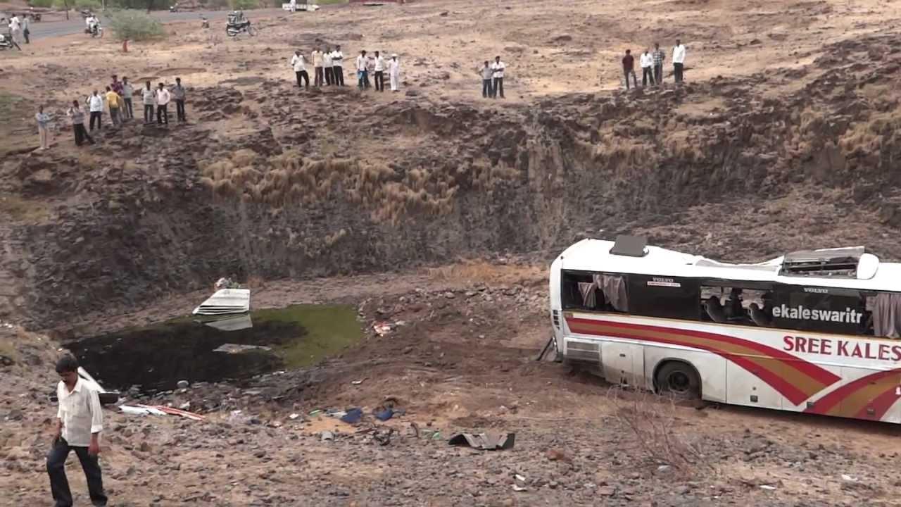 KALESHWERI Volvo BUS ACCIDENT HYD TO SHIRDI PART 1 - YouTube
