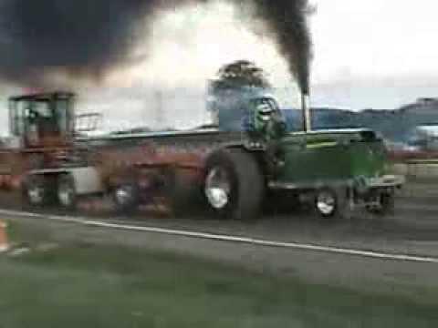 2013 - 9300lbs Super Farm tractor Pull - Dresden, Ontario