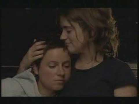 Playing the Field - s01e04 - Angie and Gabby - Kiss