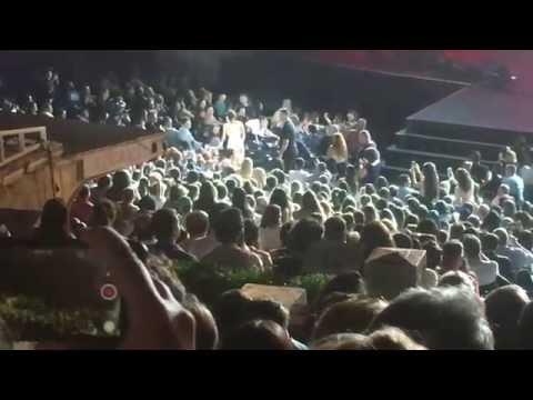 Harbiye Göksel konserinde Depresyona giren adam -Depresyondayım