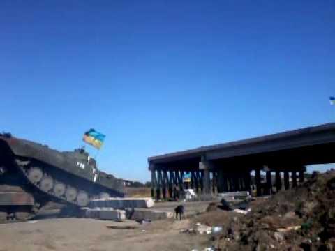 БМП наехал на танк Т64