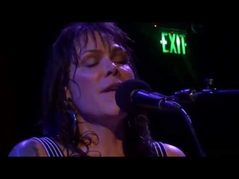 Beth Hart - Mama This One's For You (Live Acoustic)