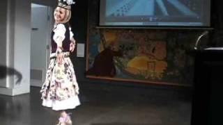 澳大利亚Monash大学美女学生激情表演新疆舞《掀起你的盖头来》