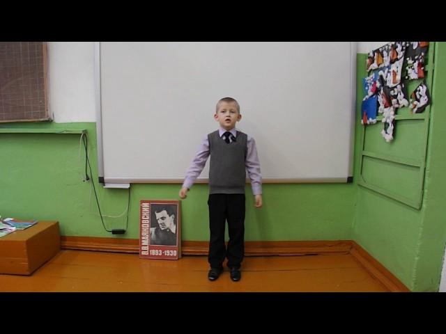 Изображение предпросмотра прочтения – КонстантинСоколов читает произведение «Тучкины штучки» В.В.Маяковского