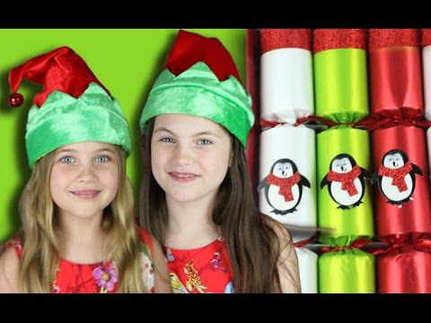 CHRISTMAS CRACKERS REVIEW - we test out some bon bons with toys and gifts