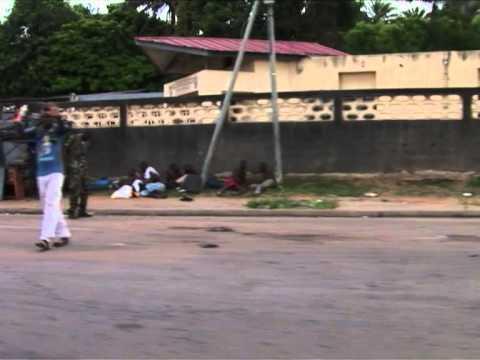 Côte d'Ivoire: face aux violences à Abidjan, les habitants fuient Yopougon