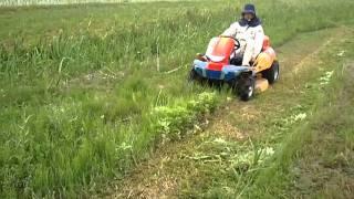 後輩の田んぼにて撮影。 乗用草刈機 『草刈MASAO』