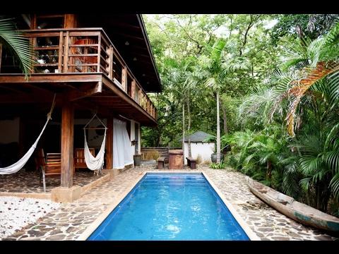 บ้านไม้สองชั้น สไตล์ล้านนามีสระว่ายน้ำ